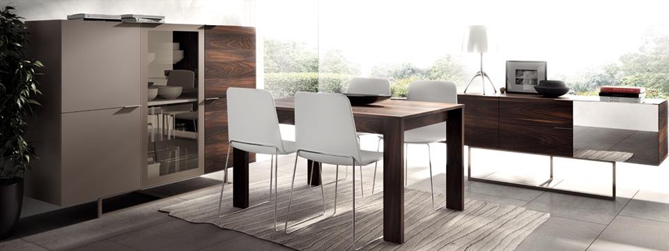 Conjunto Mesa de comedor y aparador en madera natural