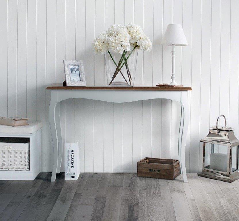 Consola estilo clásico en madera natural con patas en blanco