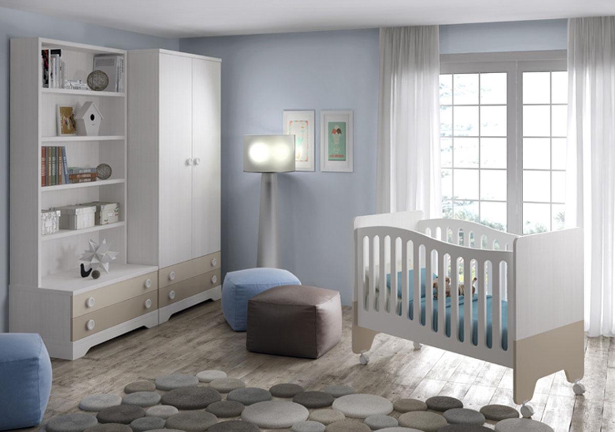 Cuna y muebles bebé en beige y blanco