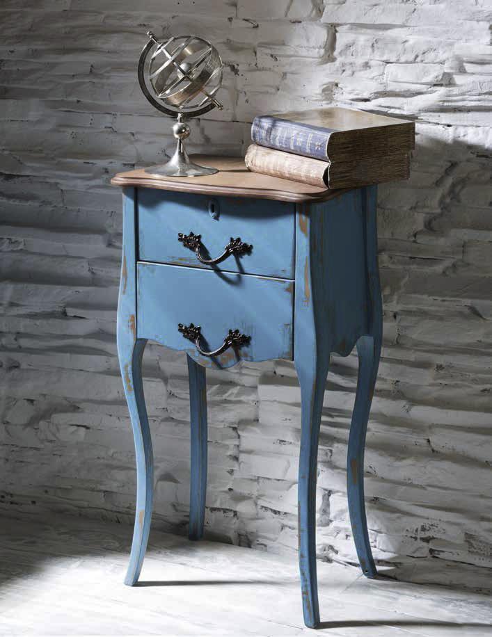 Mesita estilo clásico en madera envejecida
