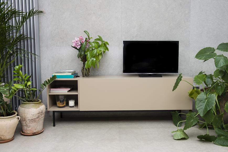 Mueble para salón recto con acabado lacado