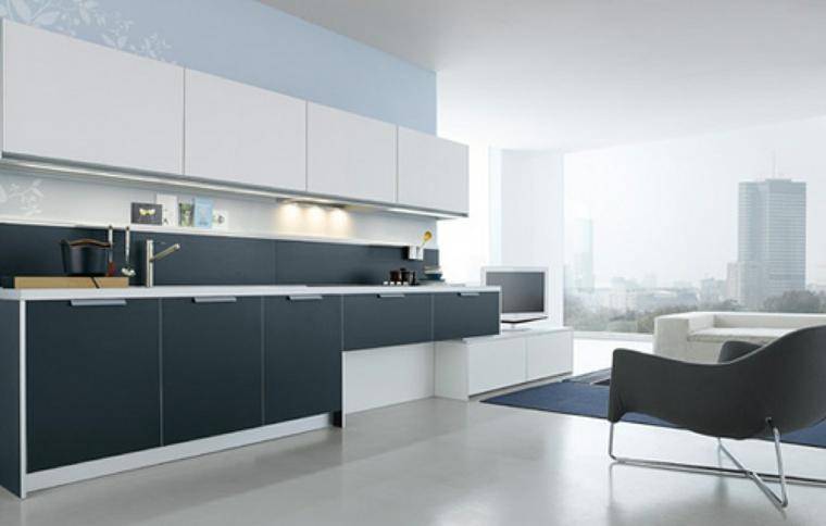 Cocina moderna blanca y gris marengo