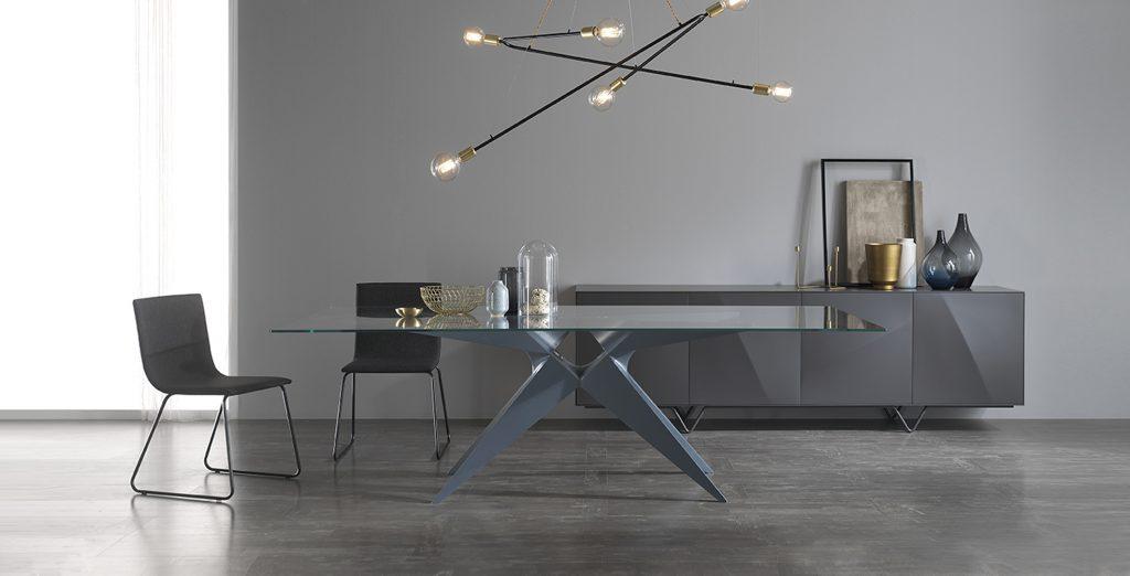Mesa de diseño para comedor con sobre de cristal
