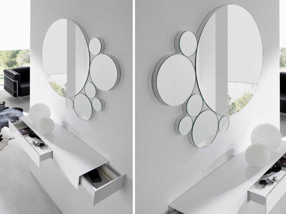 Recibidor con espejos circulares