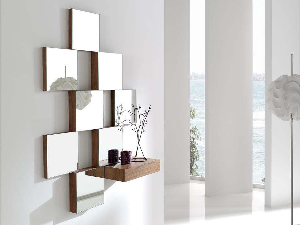 Recibidor minimal con espejos múltiples