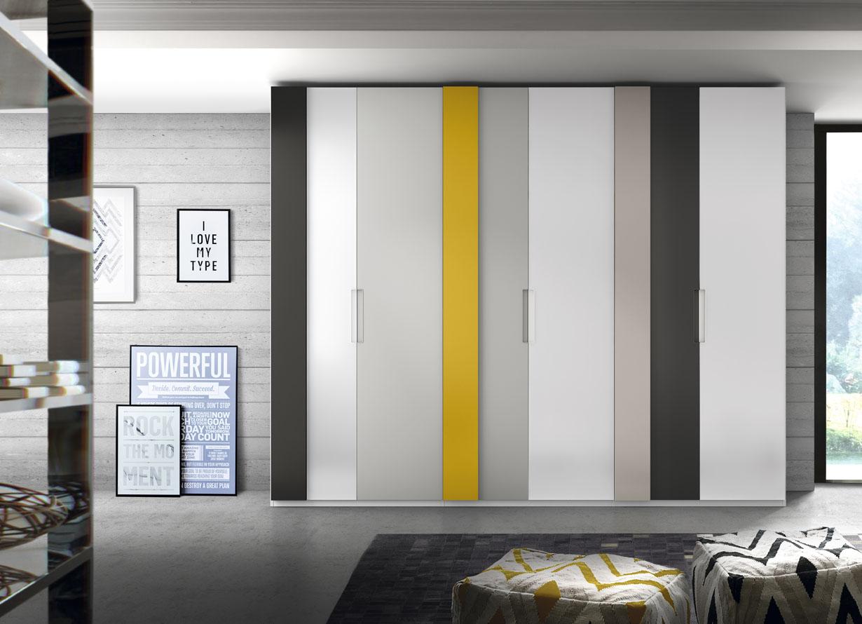Armario puertas abatibles decoradas con franjas verticales